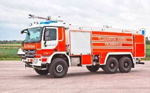 ARFF fire truck for fire fighting aircraft - Rosenbauer