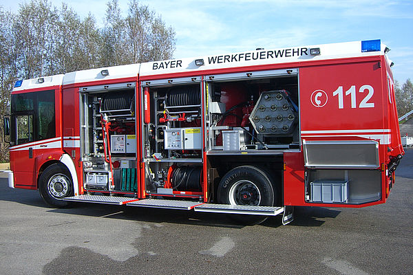Powder fire truck with equipment - Rosenbauer