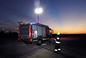 Fire truck equipment for perfect light situations - Rosenbauer