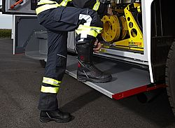 Comfortable fire resistant boots - Rosenbauer