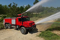 Powder turret with high throw range - Rosenbauer