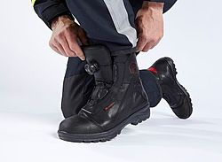 Fire fighting boots with optimum fit - Rosenbauer