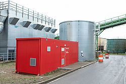 Technical container with extinguishing water tank