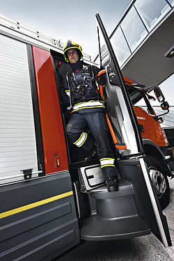 Revolving steps in the AT series - Rosenbauer