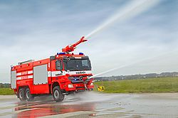 Airport fire pumper in action - Rosenbauer