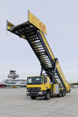 Airport rescue stair E8000 extended - Rosenbauer