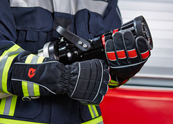 Fire resistant gloves with optimum fit - Rosenbauer