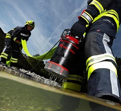 Sumersible pump easy transport - Rosenbauer