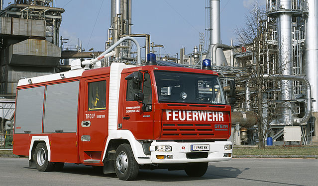 Dry powder fire truck - Rosenbauer