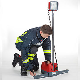 Lighting equipment with stabilizers that fold out - Rosenbauer