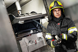 Tunnel extinguishing system in operation - Rosenbauer